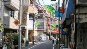 東京最大のスラム・四谷鮫河橋谷町があった街…新宿区「若葉・南元町」